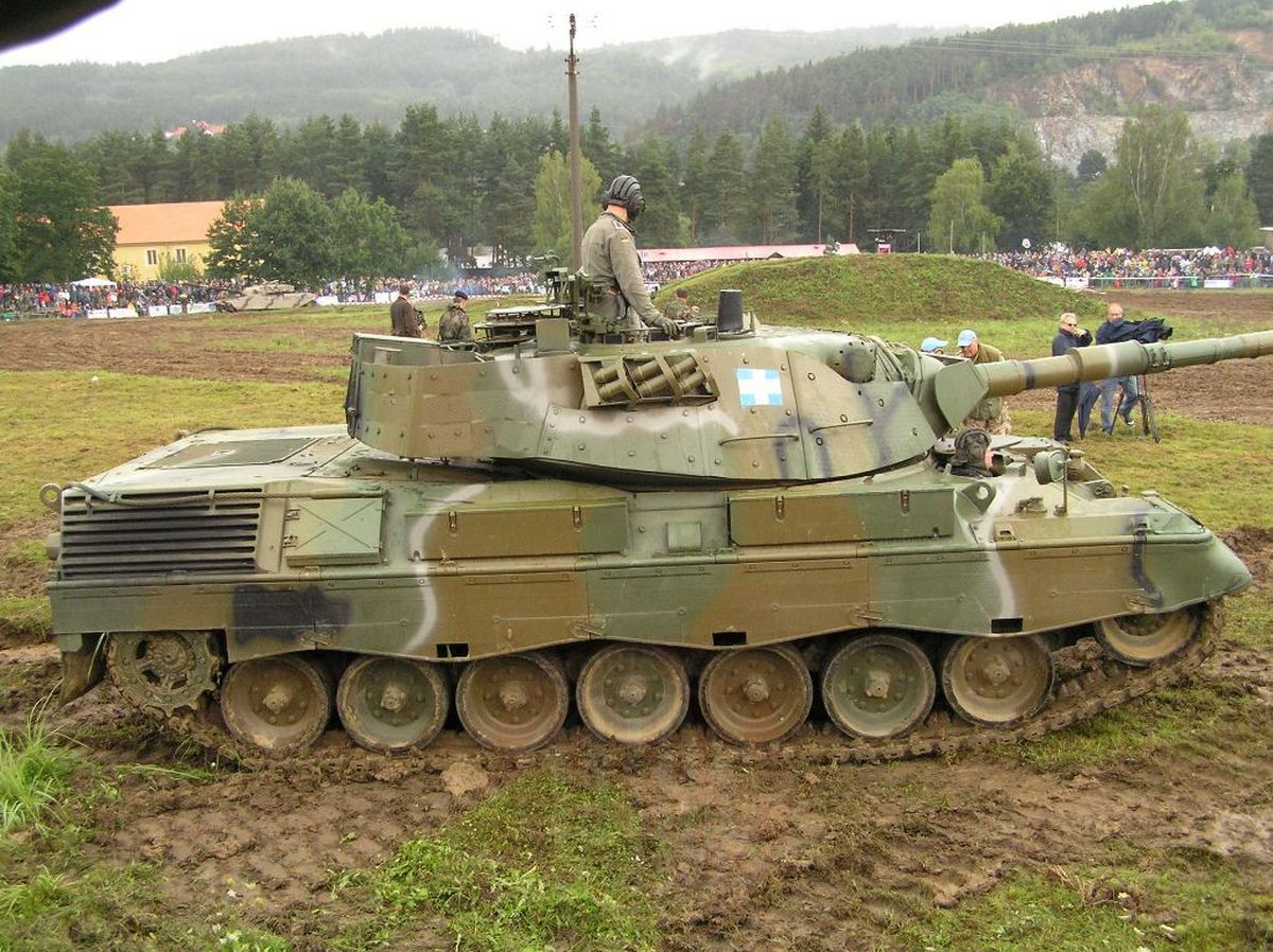 Předvádění obrněnců při otevření sezóny 2010 VTM Lešany a foto z tankového dne